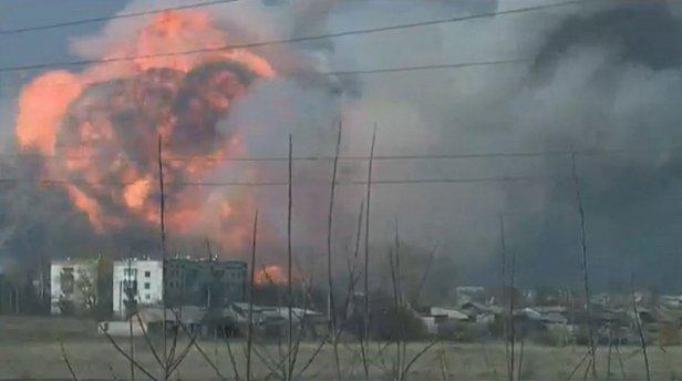 Взрывы в Балаклее: склад боеприпасов еще горит
