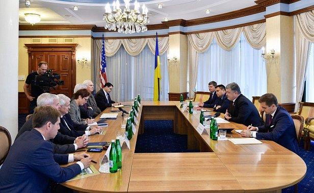 Порошенко попопросил конгрессменов США предоставить Украине оружие