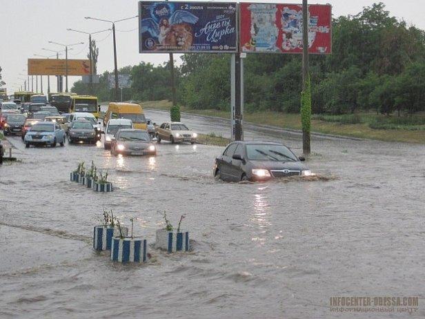 Сильный ливень в Одессе привел к затоплению ряда улиц