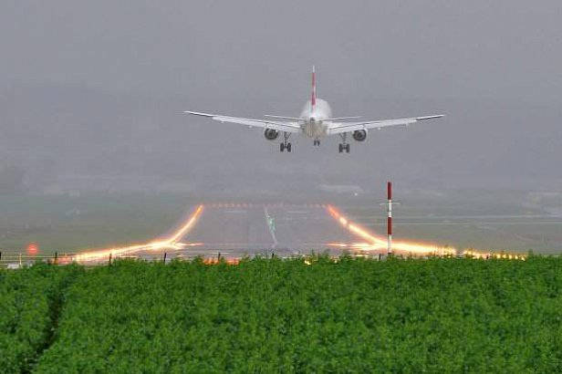 Самолет потерял хвост прямо в аэропорту