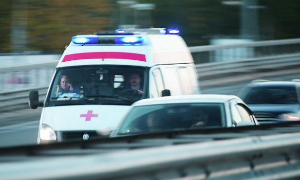 Ужасное тройное ДТП: водитель остановился помочь и попал в реанимацию