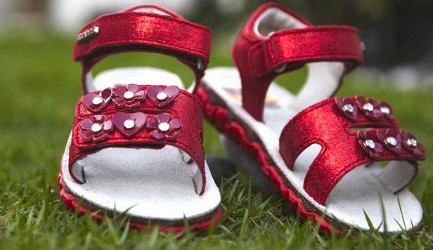 Бизнес-идея для мам и не только — оптовая и розничная продажа детской обуви от украинского производителя