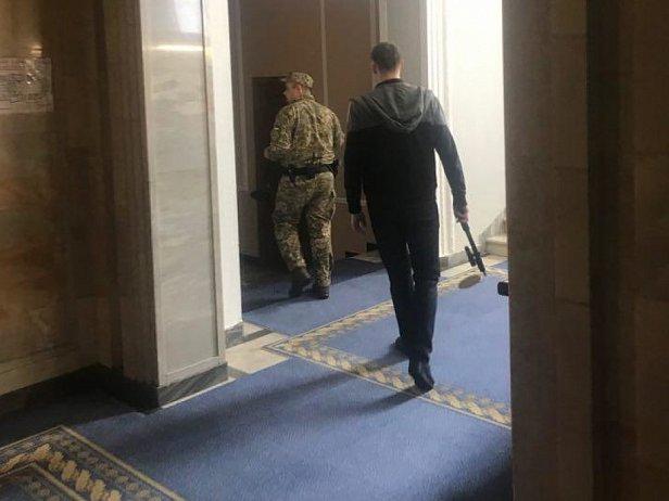 фото: в Киеве заминировали Верховную Раду