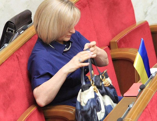 На лабутенах: Луценко красовалась в Раде в туфлях на 13 пенсий (фото)