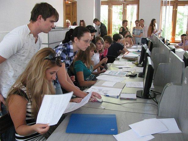В украинские вузы намерены поступать около сотни абитуриентов из Крыма