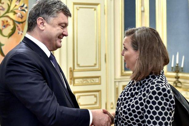 Порошенко обсудил с Нуланд возможность увеличения финансовой помощи Украине