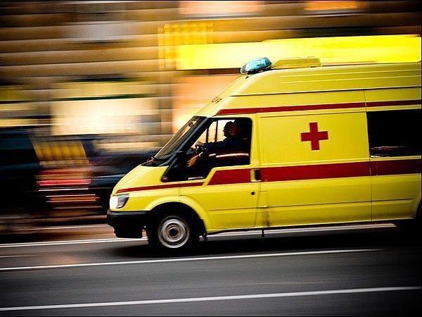 ДТП в Киеве: грузовик сбил двоих людей на переходе (фото 18+)