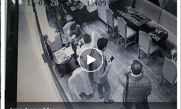 """""""Как двух тюленей"""": экс-министр стал жертвой ограбления в центре Киева (видео)"""