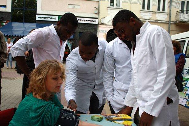 Иностранцы едут в Украину изучать медицину и экономику