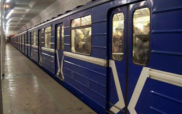 ЧП в метро, остановлено движение: что произошло