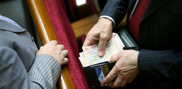 Совокупный доход депутатов Рады равен трети бюджета Молдовы