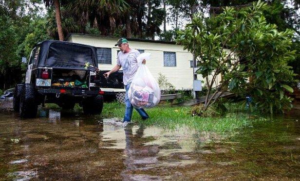На США обрушился мощнейший ураган: фото и видео
