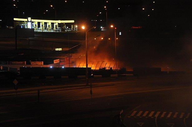 Пожар в Киеве: горели павильоны около метро «Позняки»