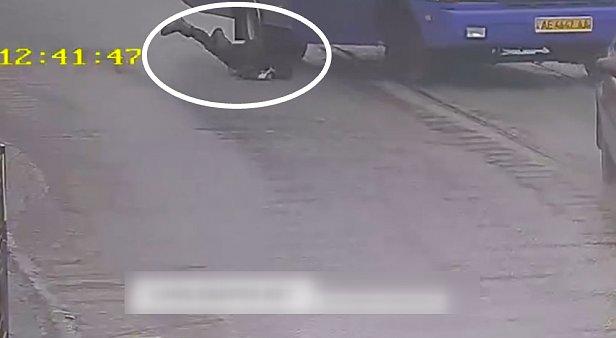 фото - В Каменском водитель школьного автобуса с детьми умер за рулем 3.02.2020