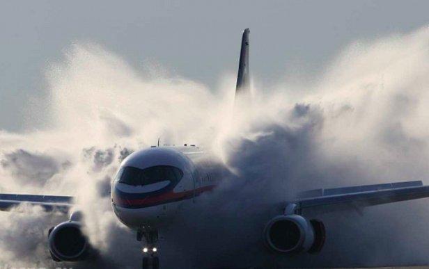 ЧП с самолетом рейса AC837: Boeing готовится к аварийной посадке (видео)