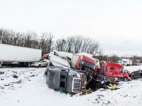 В США массовое ДТП. 70 машин разбились на автостраде