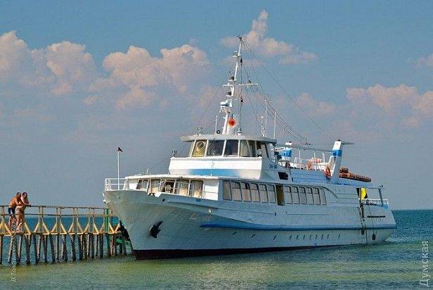 В Чёрном море 200 человек застряли на безлюдном острове в ожидании спасателей