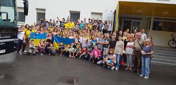 """Вместо сирот: на отдых в ЕС отправили детей """" мажоров"""" из Украины"""