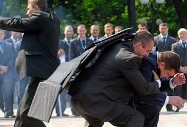 фото - нападение на Порошенко