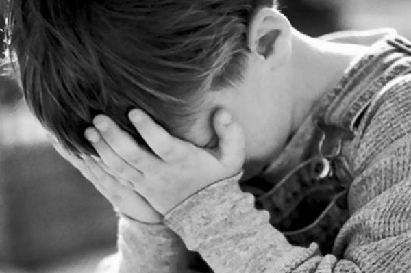 Давила подушкой: воспитатель в элитном детсаду издевалась над ребенком