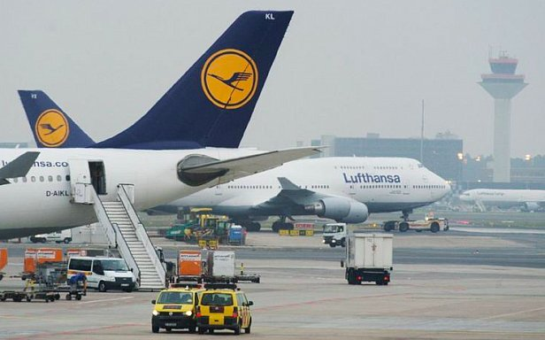 Бортпроводники Lufthansa бастуют с требованием повышения зарплаты