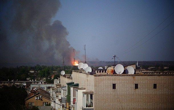 Взрывы в Балаклее: пожар тушит авиация